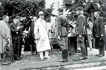 ROK 1928. Tomáš Garrigue Masaryk navštívil Bystřici pod Hostýnem v roce 1928 při cestě po moravských městech. Pro prezidenta se jednalo o příjemný návrat do mládí, protože v nedalekém Chvalčově s rodinou často trávil své letní prázdniny.