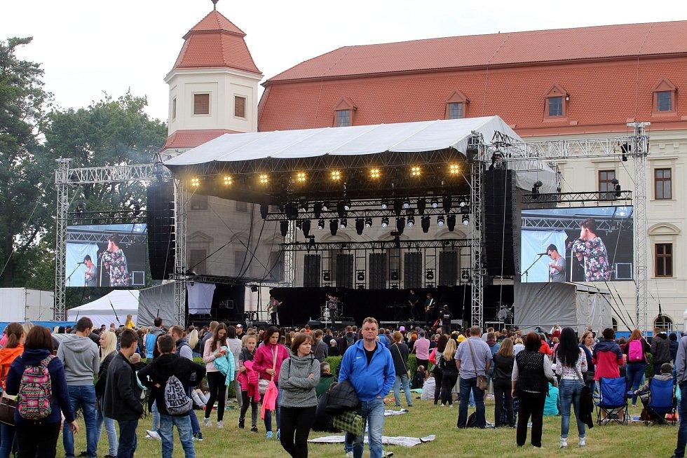 Festival Holešovská regata  2018 v zámeckém parku v Holešově.Kapela Perutě.