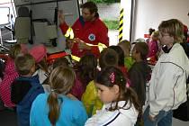 Pracovníci rychlé zdravotnické služby uspořádali ve středu 26.6. ve svém středisku v Kroměříži Den otevřených dveří, na kterém přivítali mimo jiné také děti z několika kroměřížských základních či mateřských škol.