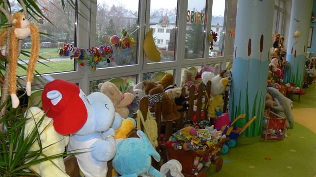 V kroměřížské nemocnici se ve středu 19. 12. uskutečnilo oficiální předání sbírky hraček, kterou zorganizovalo tamní dětské oddělní.