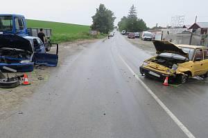 Dvě auta se střetla na silnici do Lutopecen.