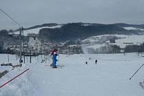 Výborným podmínkám se o předposledním lednovém víkendu mohli těšit lyžaři na Kroměřížsku: takto to vypadalo v pátek 20.1. v areálu na Rusavě.