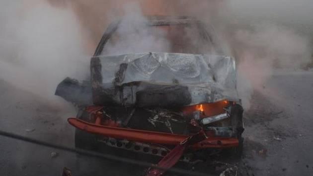 Sérii hned několika nehod museli ve čtvrtek 5. listopadu řešit hasiči u Břestu: při jedné z nich mimo jiné shořela Škoda Felicia, její řidič naštěstí vyvázl bez zranění