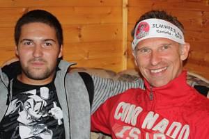 Fotbalista Zdounek David Rokos (na snímku vlevo) potkal v kariéře spoustu známých sportovců. Mezi nimi byl i slavný hokejista Dominik Hašek.
