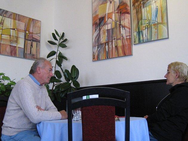 Malované dojmy, vzpomínky a přání v obrazové podobě vystavuje až do 4. října v kroměřížské kavárně Slavia výtvarnice Vladimíra Hlavinková.