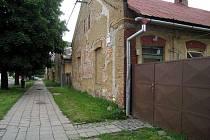 Holešovská radnice řeší otázku stěhování tamních Romů z ulice Školní na ulici Bořenovská.
