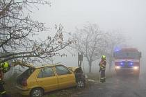 Počasí dělá řidičům starosti: ve čtvrtek 5. listopadu se řidička osobního auta u Kvasic srazila s náklaďákem, ve voze s ní cestovaly i dvě malé děti.
