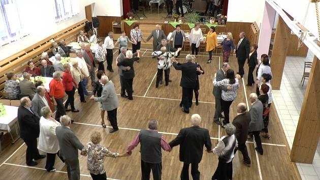Setkání seniorů a rodáků ve žlutavské sokolovně