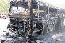 V Holešově museli v úterý 1. září hasiči likvidovat požár linkového autobusu. Vůz naštěstí vzplál během přestávky a nikomu se tak nic nestalo.