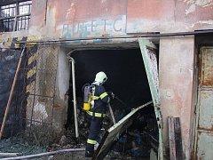 Požár továrnu v Chropyni zcela zničil.