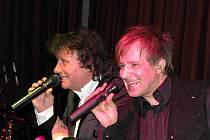 V kroměřížském Domě kultury se v sobotu 29. ledna 2011 konal 1. reprezentační Gold Garden ples. Akci moderovali sourozenci Gondíkovi, součástí bylo také poslední společné vystoupení Standy Hložka a Petra Kotvalda.