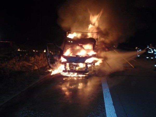 Požár dodávky Fiat Ducato pomáhali uplynulou sobotu 19.září kolegům zOlomouckého kraje likvidovat hasiči zKroměříži na dálnici D1 ve směru na Brno.
