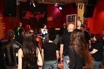 Kroměřížskou restauraci Stará Masna si pro natáčení svého debutového klipu vybrala holešovská hardrocková kapela Miss God.