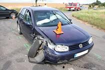 Dopravní nehodu řešili  v pondělí odpoledne policisté na tříramenné křižovatce u Zdounek, Při srážce dvou aut se zranil osmnáctiletý řidič a jeho čtrnáctiletá i dvanáctiletá spolujezdkyně