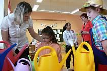 Na prvním stupni Základní školy ve Zdounkách se ve středu 15. února 2012 konal zápis dětí do první třídy.