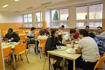SOBOTNÍ OBĚD VE ŠKOLNÍ JÍDELNĚ. Všichni si jídlo chválili a byli s obědem spokojeni.