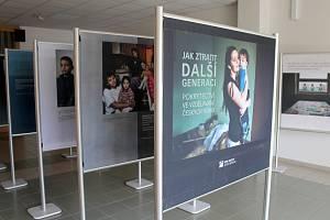 Knihovna Kroměřížska vystavuje příběhy diskriminovaných Romů.