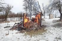 Zahradní chatka ve Zdounkách lehla popelem.
