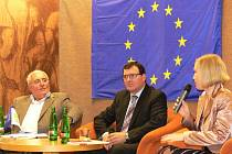 Tradiční festival přestavující evropskou zemi, která právě předsedá Evropské unii byl zahájen v pondělí 12. listopadu 2012 v Kroměříži.