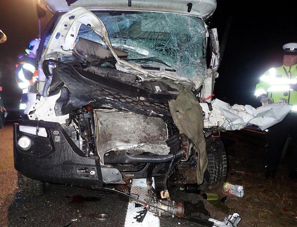 Nehoda dodávkového automobilu a posypového vozu ráno 10. ledna 2020 na dálnici D1 před Kroměříži ve směru na Brno.