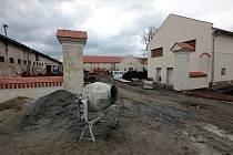 Rekonstrukce barokního dvora v Rymicích, duben 2021