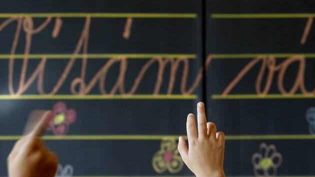 Obyčejným školním tabulím už odzvonilo. Nastupuje nová technologie v podobě školní tabule interaktivní.