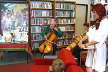 V knihovně v Bystřici pod Hostýnem pokřtili knihu Zdeňka Železného a Karla Krabata Prapověsti naše s trochou vtipné kaše.