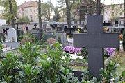 V období dušiček městská policie zvyšuje četnost hlídek v okolí hřbitova a uvnitř jeho areálu.