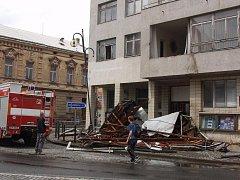 Spadlá střecha kina v Holesově