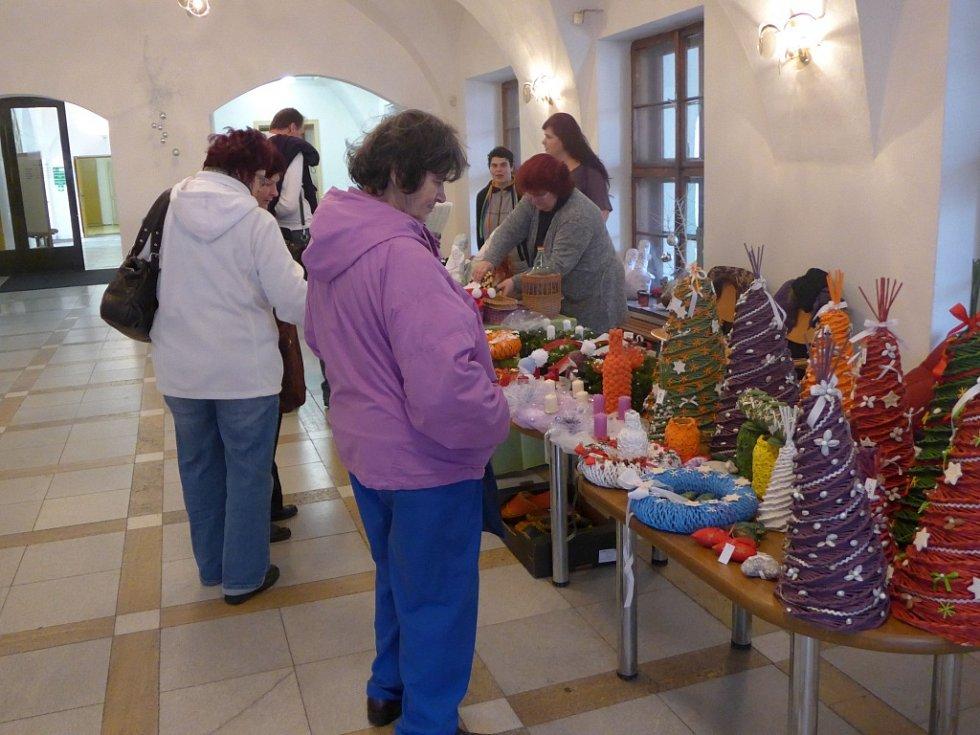Kroměřížská radnice pořádala v úterý 1. prosince při příležitosti začínajícího adventu den otevřených dveří v historické budově na Velkém náměstí. Lidé si mohli užít i jarmarku klientů Domova Barborka.