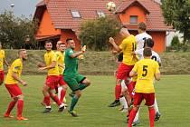 MFK Vyškov (bílé dresy)proti Hanácké Slavii Kroměříž 2:0.