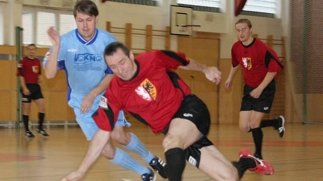 Futsalisté kroměřížského Vokna (v modrém)