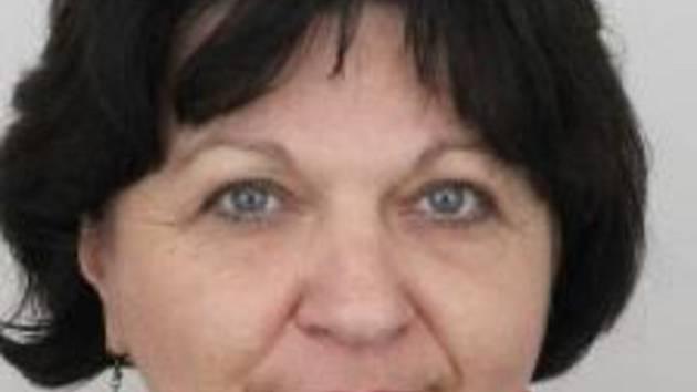 O pomoc při pátrání po čtyřiapadesátileté ženě ze Sokolovska žádají tamní policisté. Pohřešovaná je 160 až 170 cm vysoké střední postavy, má modré oči a krátké vlnité hnědé vlasy. Naposledy měla na sobě světlé riflové kalhoty, bílý dlouhý svetřík ke kolen