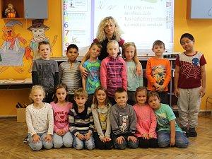 Třída dětí z letošní třídy 1. B Základní školy Morkovice Slížany s paní učitelkou Mgr. Hanou Michovou