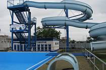 Rekonstrukce koupaliště v Chropyni je těsně před dokončením. Otevřeno by mělo být 20. 7. 2008.