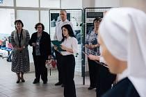 Vernisáž fotografické výstavy Být nablízku v Kroměřížské nemocnici.