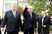 Návštěva prezidenta Miloše Zemana ve Zlínském kraji.  Náměstí v Holešově.