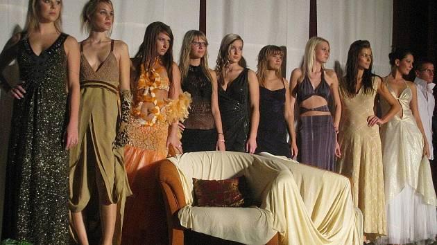 V pátek 23. října 2009 se v kroměřížském Domě kultury konala Módní přehlídka, na které se také jako host představila Monika Žídková