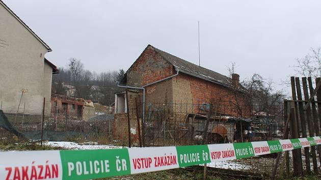 K tragické události, při které zemřel devětadvacetiletý muž, došlo ve středu 20. prosince v Přílepech. Mladík tam brigádně vypomáhal s bouráním hospodářské budovy.