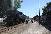 Pohádkový les a parní lokomotiva v okolí Divok