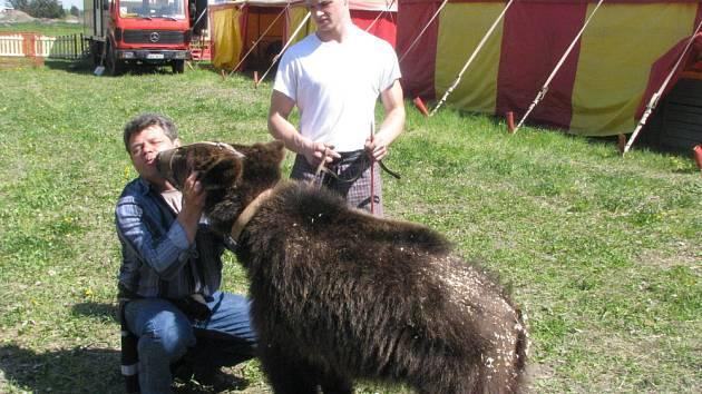 Až do neděle 26. dubna 2009 je v Kroměříži zhruba po osmi letech Cirkus Humberto.
