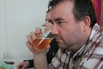 V Kostelci u Holešova se v sobotu ochutnávalo pivo. Na programu byly také přednášky a soutěž o nejlepší pivo.