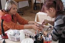 Vylepšit svou celkovou vizáž mohly ženy v neděli 19. října 2008 v kulturním domě ve Zdounkách. Přijela tam kadeřnice, maskérka, manikérka, masérka a řada dalších odborníků.