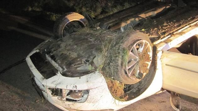 Dopravní nehoda ke které došlo v zatáčkách z Holešova na Tučapy.