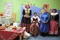 Vánoce na Hané, Bronislava Millá (první zleva).