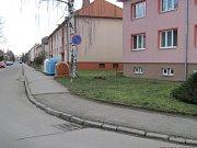 Hulínská radnice připravuje rozsáhlou opravu chodníku na tamní Wolkerově ulici.