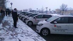 K tomu, aby zaměstnancům i  klientům Charity nová auta co nejlépe sloužila, jim v pátek požehnal kroměřížský děkan Josef Lambor.