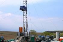 Těžba ropy u Dřínova.