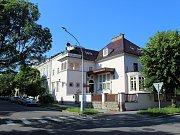 Secesní vila, kterou si v roce 1927 nechal postavit vysoce postavený úředník Jan Holub, jako rodinný dům, později sloužila také třeba jako školka.