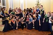 Vánoční koncert v čele dívčího pěvecký sboru se konal na střední pedagogické škole v Kroměřiži.